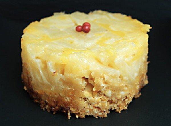 Ананасовый десерт с ореховой крошкой