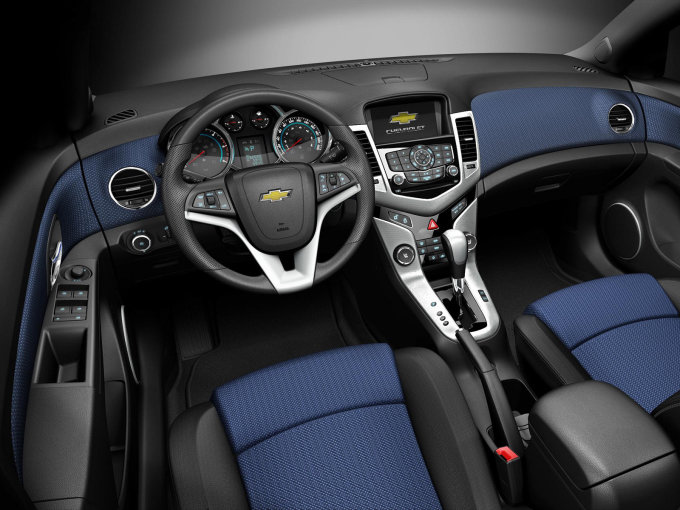Chevrolet Cruze 2009-2013. Дизайн интерьера шикарен.