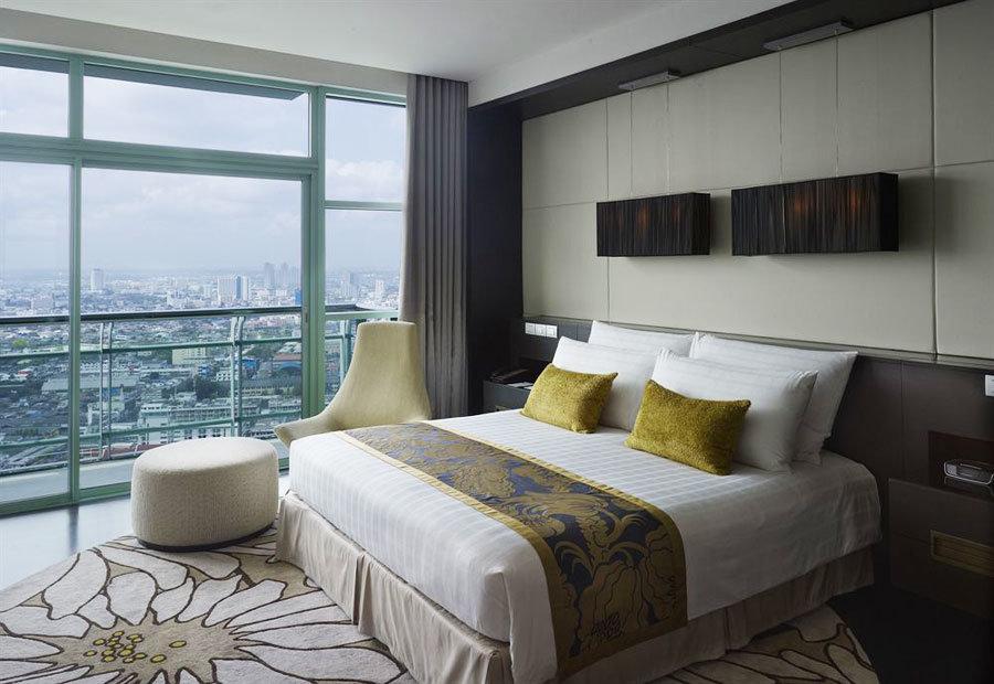 Интерьер спальни с балконом более романтичный и стильный, че.