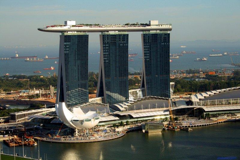 Самые необычные здания (дома) мира - фото | Путешествия, отдых, туризм ... Самые необычные здания мира фото. Отель Marina Bay Sands в Сингапуре