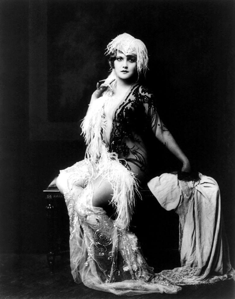 Сексуадьные девушки 1920