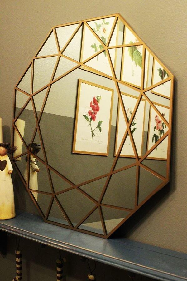 Зеркало, похожее на драгоценный камень