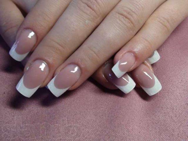 Дизайн гелевых ногтей с белым френчем фото