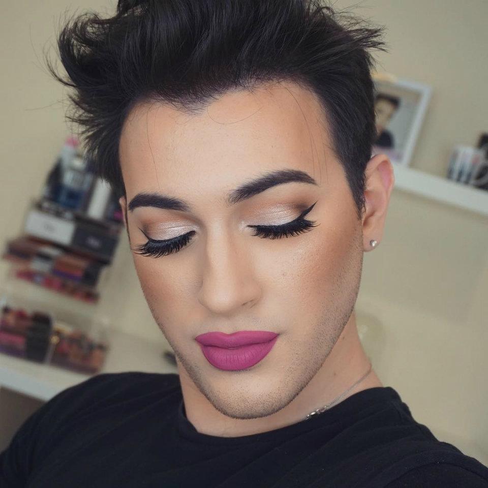 мужик с накрашенными губами - 6