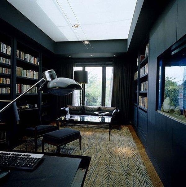 В темном и слабо освещенном кабинете легче сосредоточиться и подумать о делах.