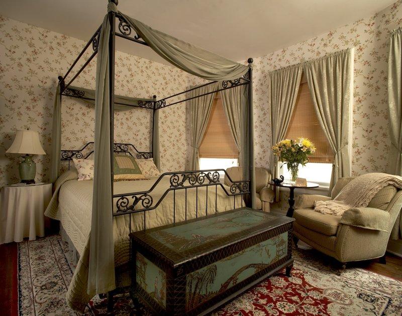 Викторианский стиль в интерьере. Современный викторианский стиль подходит людям разного темперамента, и романтичным, застенчивым натурам, и художественно одаренным, и ценителям настоящего семейного уюта, и любителям исторических параллелей.