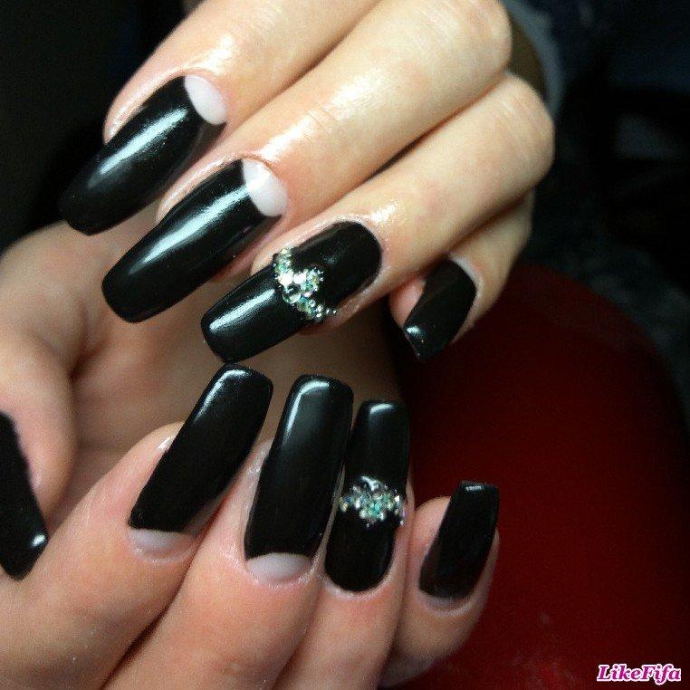 Фото нарощенных ногтей черные