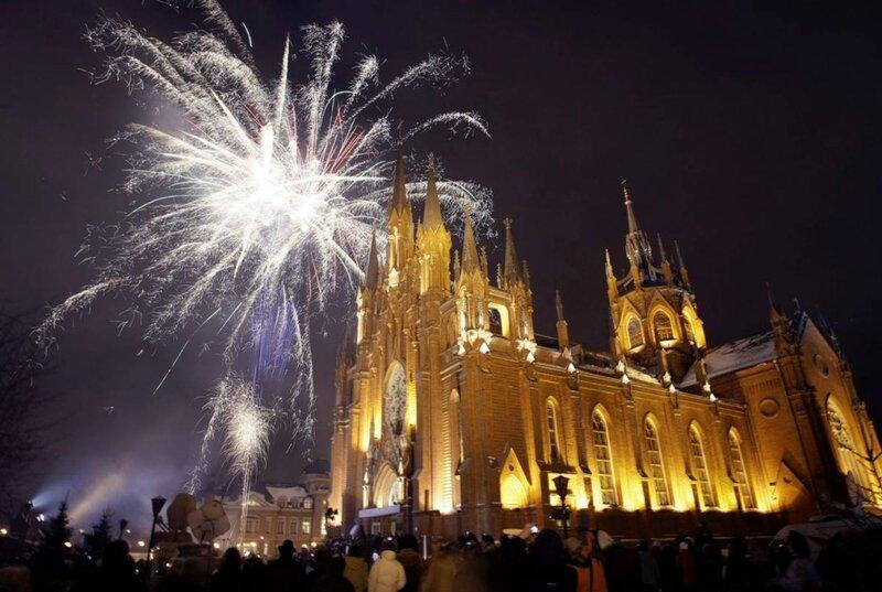Как в Европе, так и в Англии именно Рождество является наиболее любимым и желанным праздником. Это связано с тем, что Рождество – это праздник, который объ