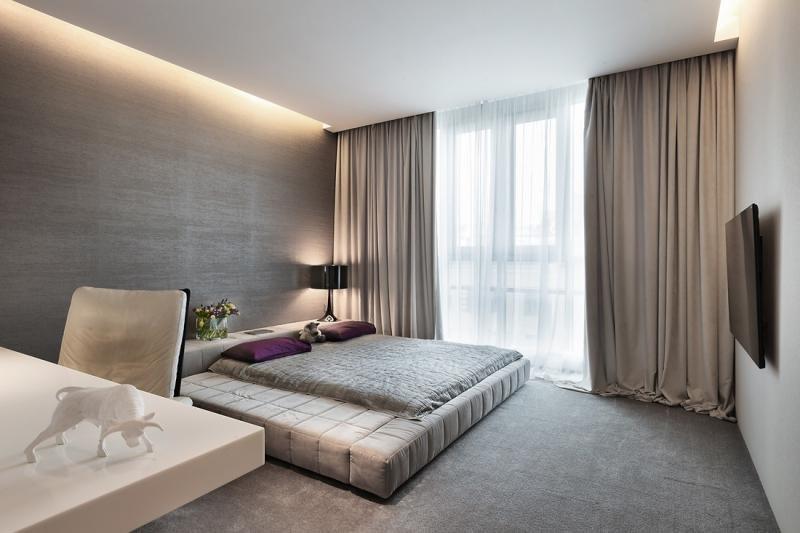 Дизайн комнаты с большим окном