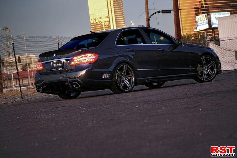 Фото Mercedes E-Class W212 Black Bison