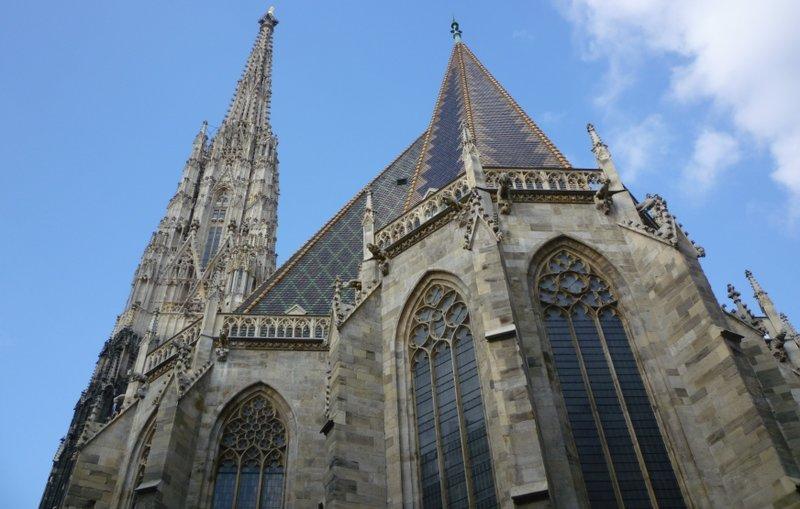 Собор святого Стефана — католический собор, национальный символ Вены и всей Австрии. История собора началась в 1137 году, когда была построена небольшая церковь в романском стиле.