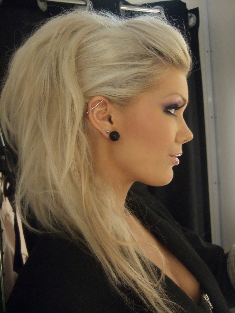 Укладки с начесом на средние волосы фото