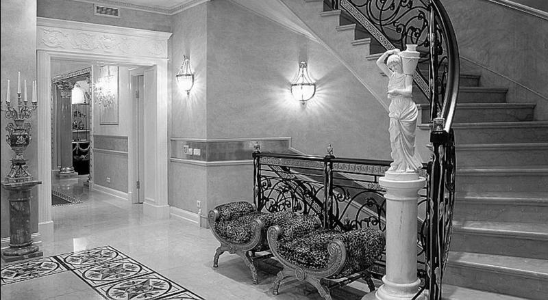 Гипсовая и алебастровая лепнина является классическим, традиционным вариантом потолочного декора.