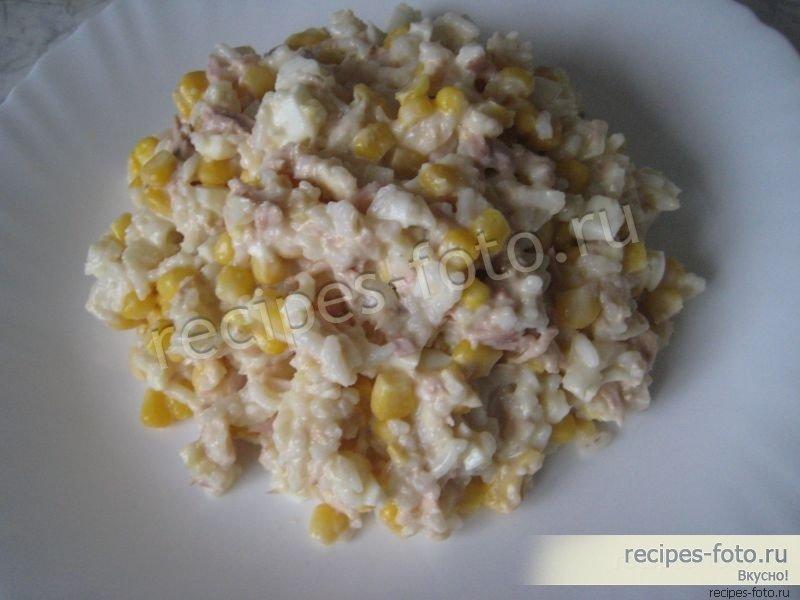 Классический салат с тунцом и рисом