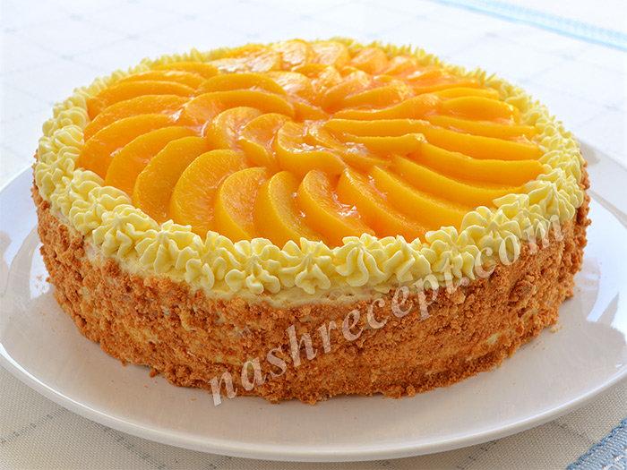 Торт бисквитный с фруктами и сметанным кремом