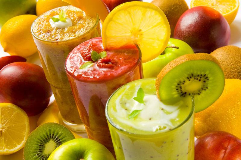 .У нас есть множество причин полюбить смузи — коктейли из фруктов, ягод, овощей, зелени и других даров природы. Например, зеленые смузи — это один из самых простых способов каждый день включать в свой рацион порцию зелени, а вместе с ней необходимые...