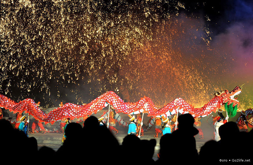 tradition fireworks and spring festival A small scale spring festival is said to have been celebrated as early as at the time of the legendary sage-emperors yao and shun historically, various chinese dynasties celebrated the spring festival in different ways, and at times influenced each other and added certain customs and traditions to it.