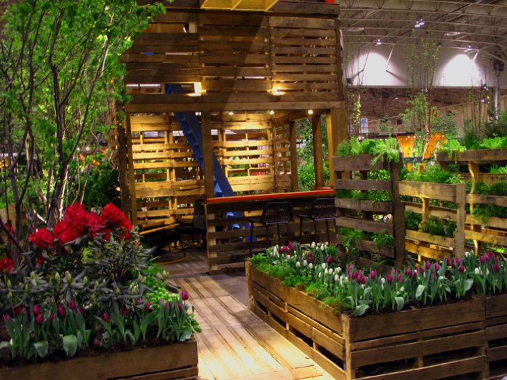 Уникальная садовая мебель из деревянных поддонов. На заметку всем дачникам, да и всем тем, у кого чешутся руки чего-нибудь сколотить.