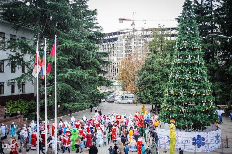 Вот так выглядела главная новогодняя ель в Сочи в 2012 году.