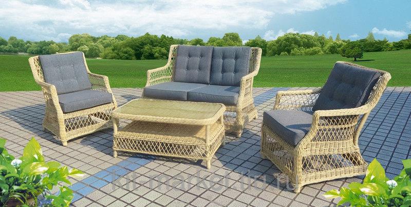 Плетенная садовая мебель.