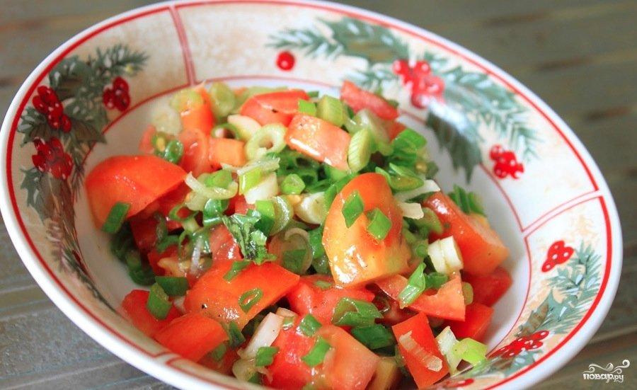 Укладываем подготовленные овощи, слегка утрамбовывая.