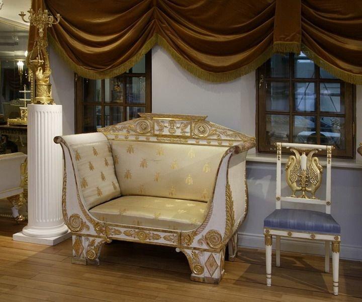 Белое кресло в стиле ампир