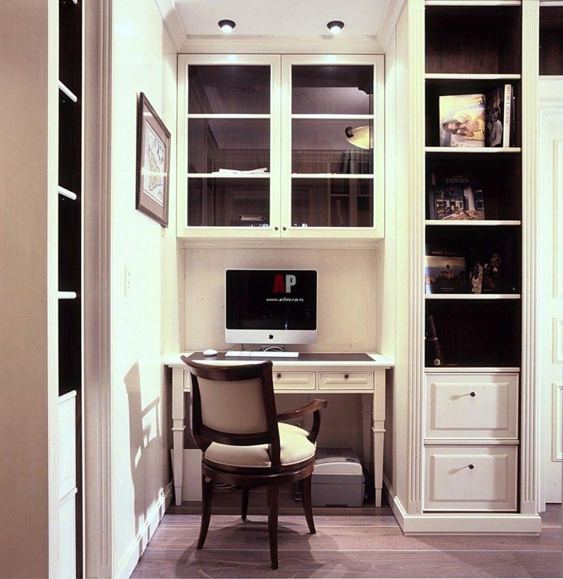 маленький домашний кабинет в нише