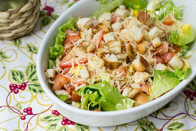 """Салат """"Цезарь"""" является одним из самых популярных салатов в мире. Вы задумывались, почему? Может быть благодаря простоте приготовления. Или же, -"""