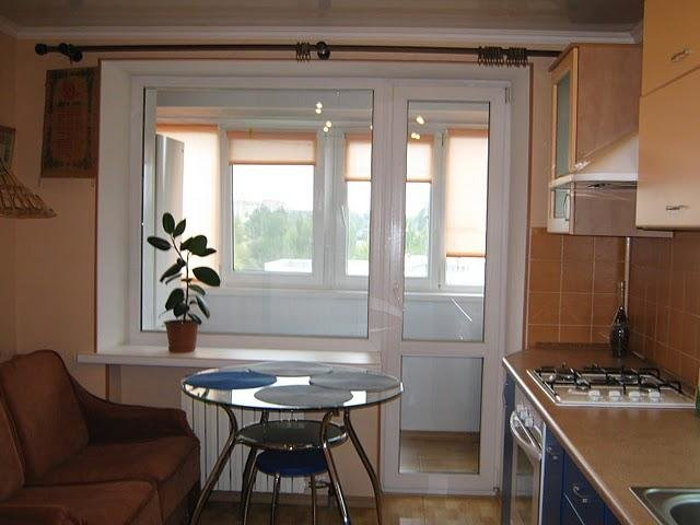 Балкон, совмещенный с маленькой кухней, может стать прекрасн.