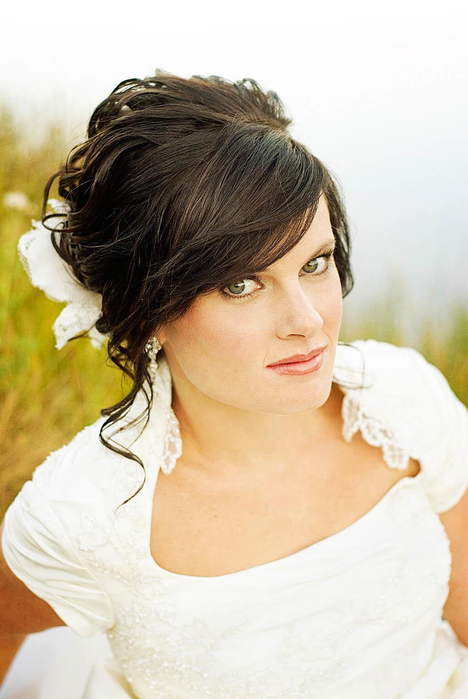прически для средних волос фото с челкой сердце
