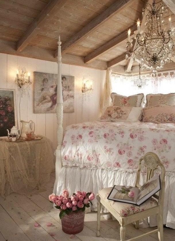 Хрустальные осветительные приборы в интерьере спальни