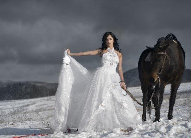 Фотосессия для девушки в белом платье