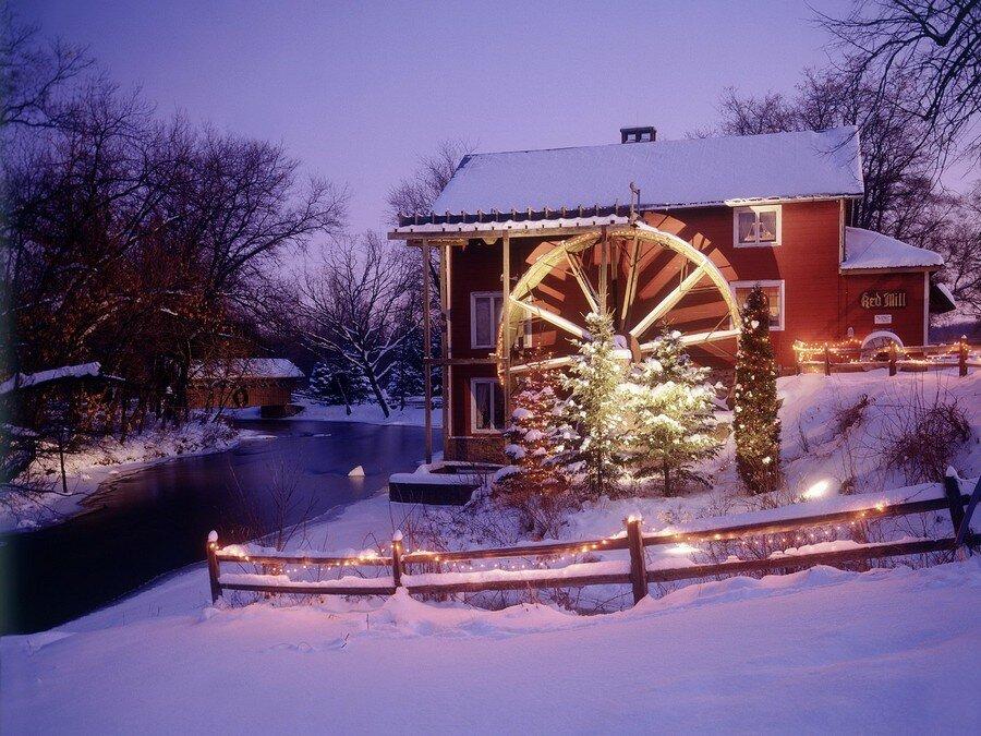 фотосессия зимой во дворе загородного дома буду углублятся