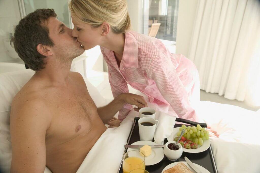 Месяцем, картинка кофе в постель мужчине