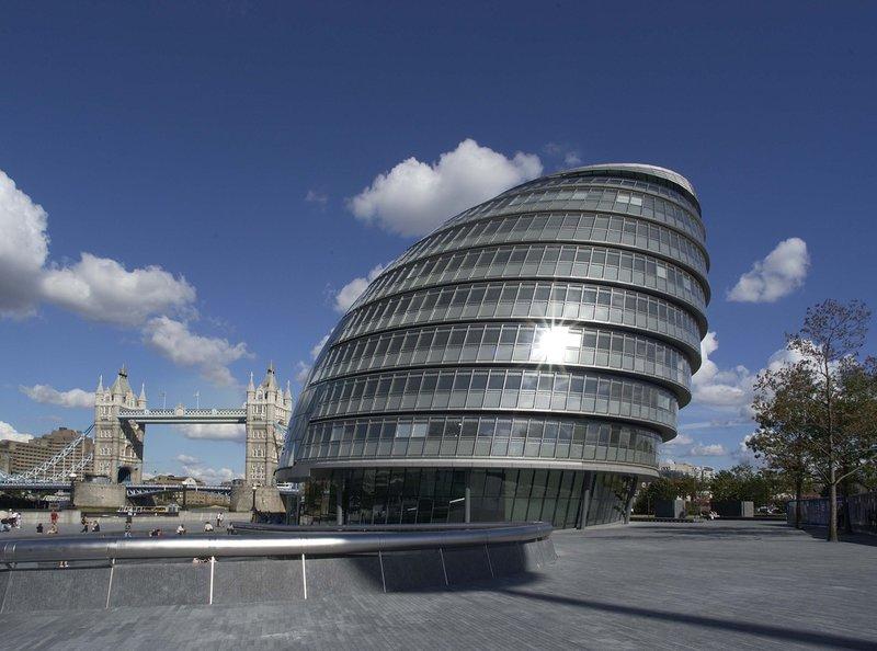 Сити-Холл 10-этажное здание Администрации Лондона, расположенное недалеко от Тауэрского моста