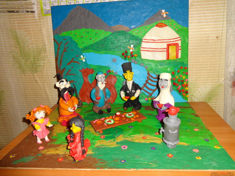 Эти оригинальные композиции сделаны с использованием проволочного каркаса и обычного пластилина. Эти два материала легкодоступны и всегда под рукой, поэтому из них можно легко и очень быстро сделать тематическую поделку в детский сад вместе с ребенком или подготовить дидактические материалы для развивающих занятий с детьми. | Оригинал: http://svoimi-rukami-club.ru/поделки-из-проволоки-и-пластилина/