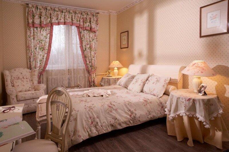 Выбирая шторы для спальни, первое, на что стоит ориентироваться – стилистика комнаты.