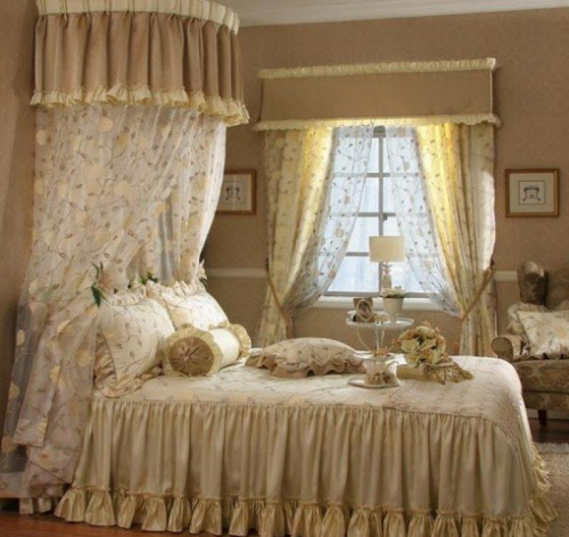 """Шторы в стиле """"Шебби шик"""" для кроватного балдахина и окон в одном стиле"""
