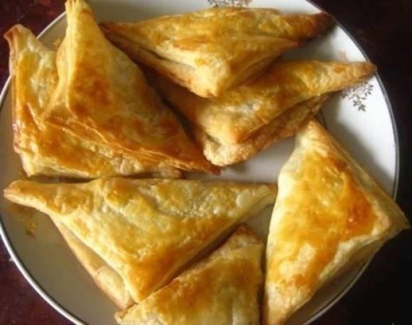 хачапури с сыром и творогом рецепт с фото из слоеного теста фото рецепт
