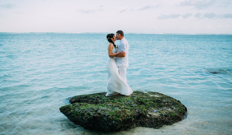 Романтическая свадебная церемония на пляже Пандава.