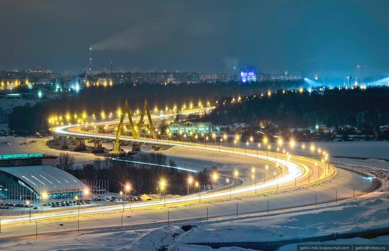 Мост Миллениум. Вантовый мост, пересекающий реку Казанку