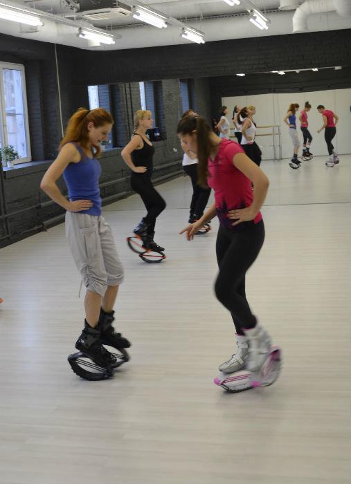 Kangoo Jumps — это аэробика в роликовых коньках, у которых вместо роликов — пружины. Самое модное, как мы выяснили, направление аэробики в Европе.