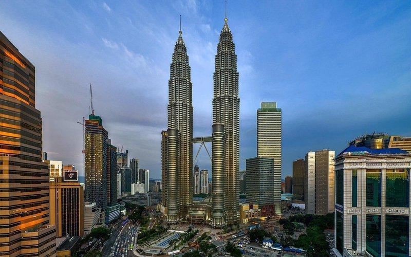 Башни Петронас в городе Куала-Лумпур.