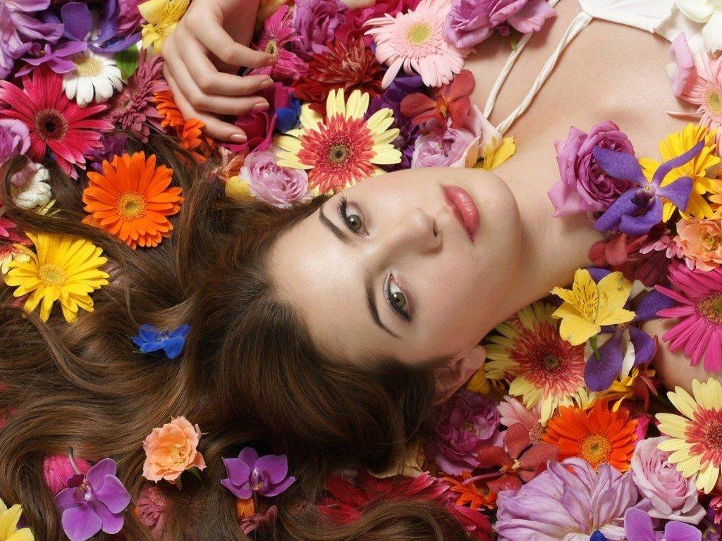 Картинки девушка в цветах