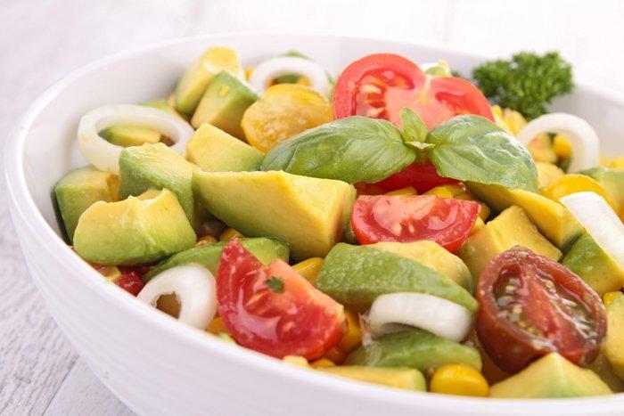 Салат с авокадо и овощами рецепт