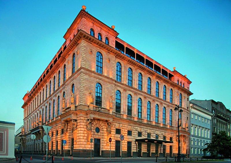 Гостиница на пл. Островского в С.-Петербурге