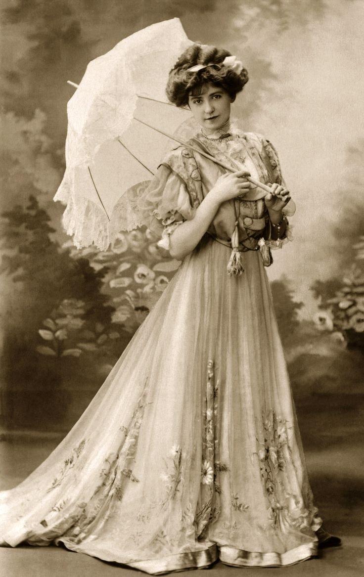 women in 1900s essay