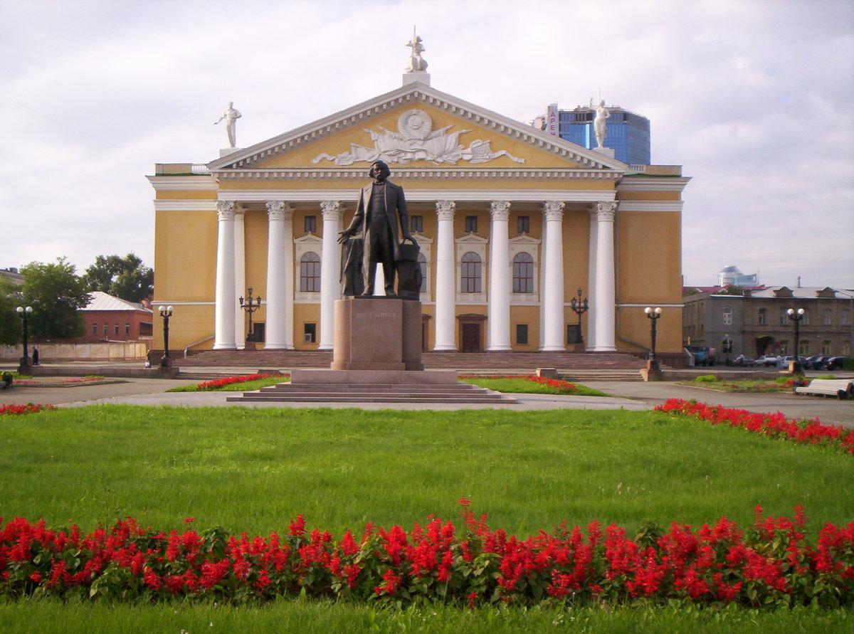 фото театров в челябинске тому же