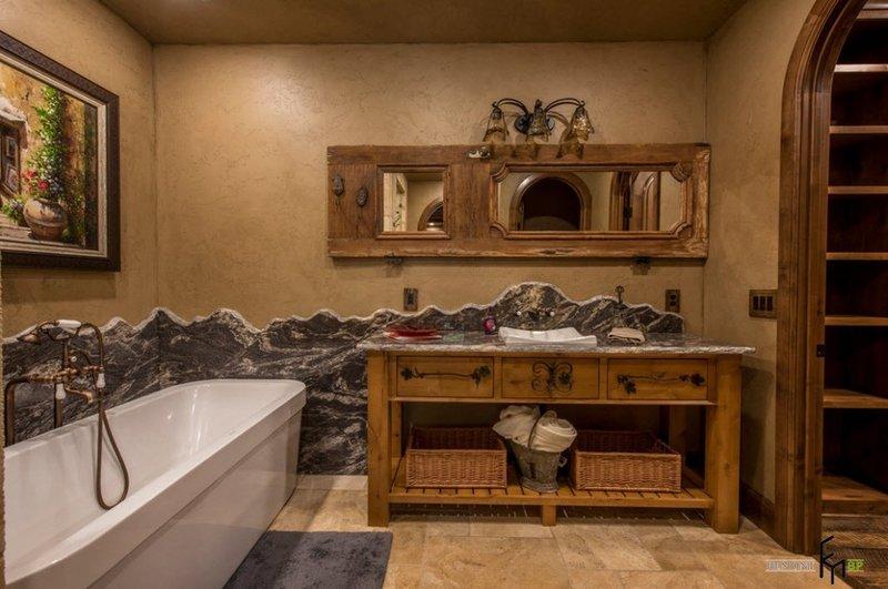 Ванная в стиле кантри и плетеными элементами интерьера.