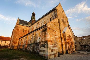 цистерцианского аббатства и церкви